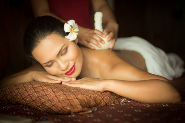 Znovuzrodenie s uvoľňujúcou masážou bylinnými vrecúškami